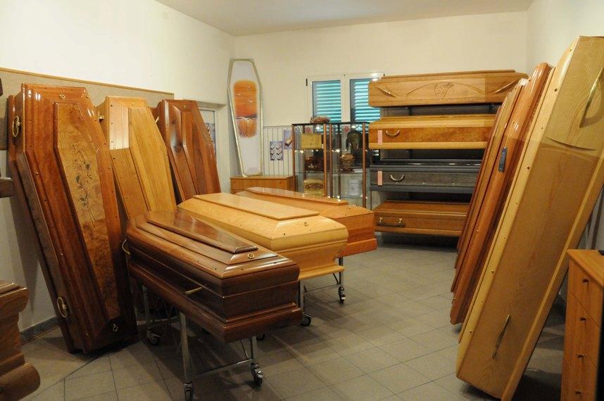 Servizi funebri impresa funebre costo funerale for Costo per costruire 5 case a schiera